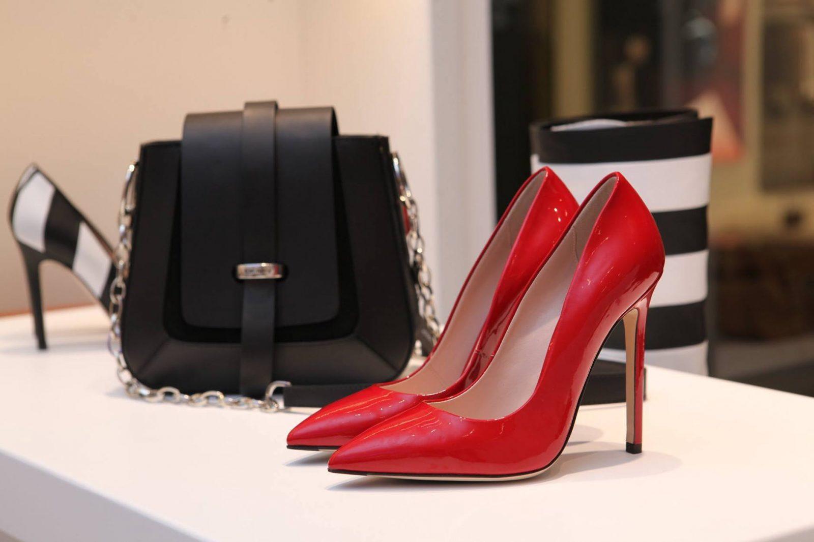 נעלי אחיות לנשים